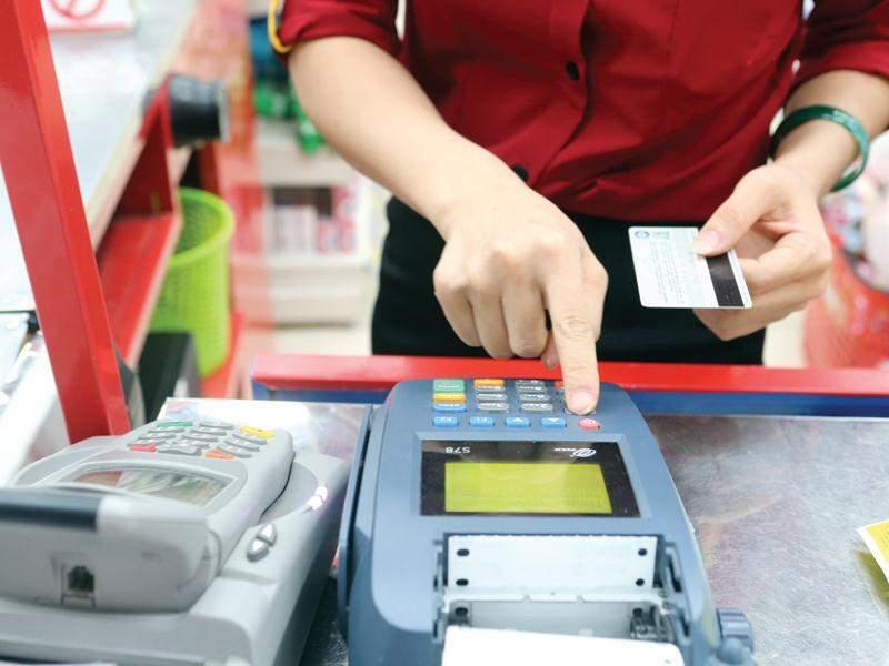 Quy trình thanh toán thẻ tín dụng tại quầy