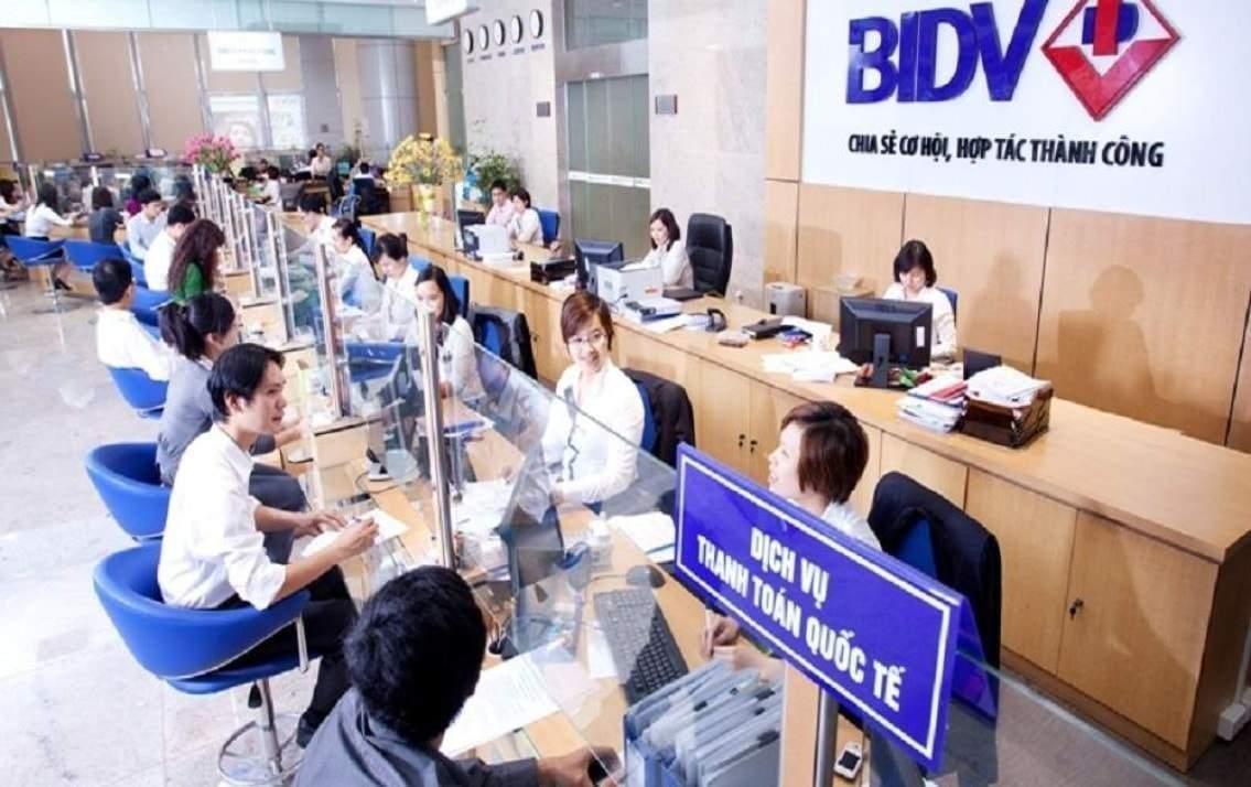 Phí rút tiền mặt tại quầy ngân hàng BIDV