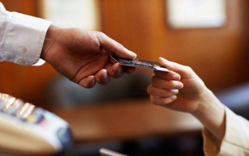 Dựa trên các tiêu chí để có thể lựa chọn ngân hàng phát hành thẻ tín dụng phù hợp nhất
