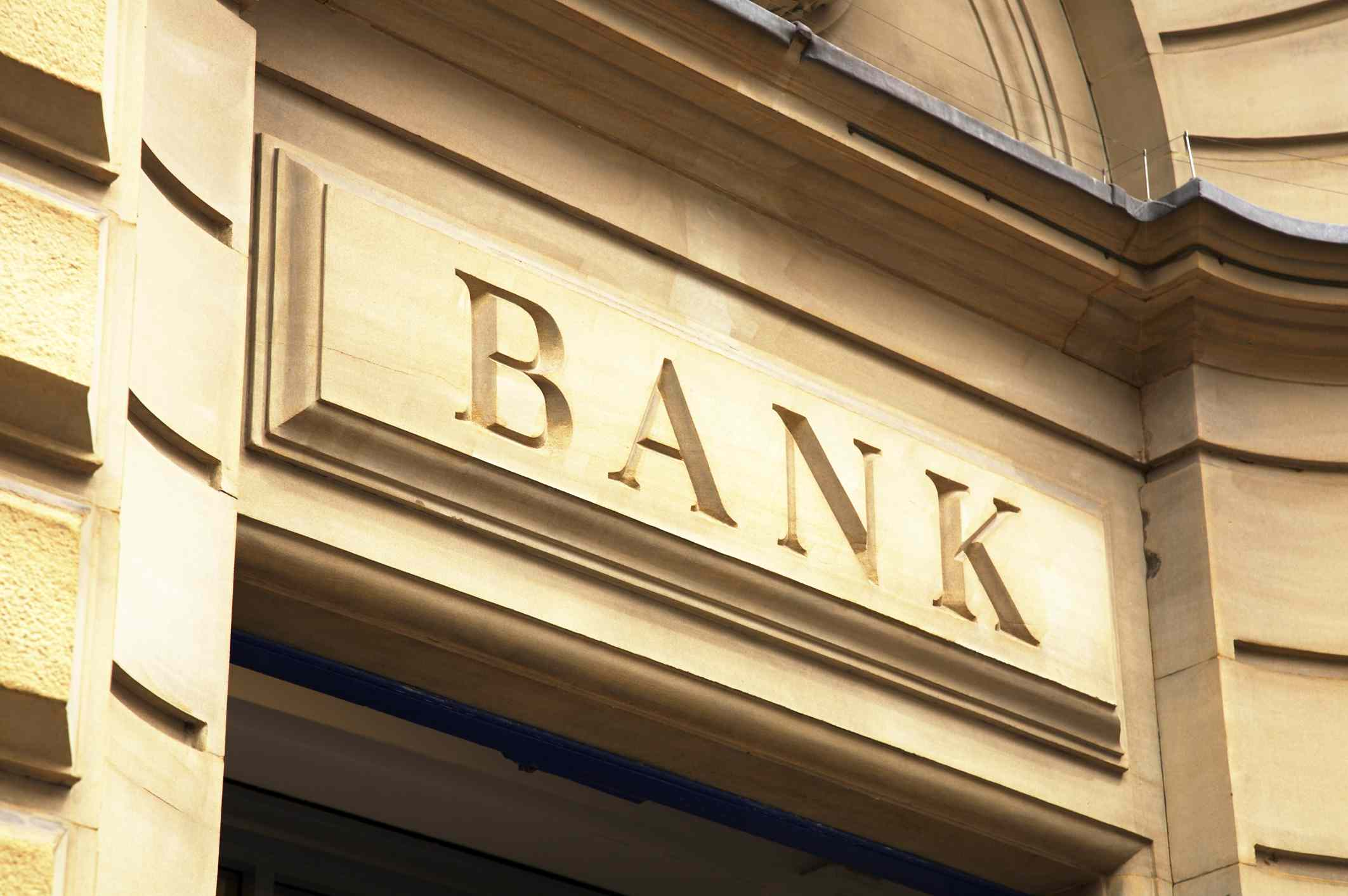 Savings & Loan Companies vs. Commercial Banks: What's the Difference?